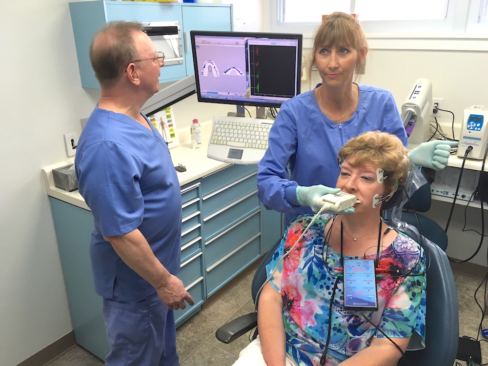 dr-goldstein-and-lisa-working-with-the-t-scan-2